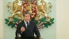Има начин президентът Георги Първанов да стане хем невинна жертва, хем национален герой...