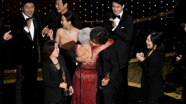 """Наградата за най-добър филм отиде в южнокорейския """"Паразит"""" на режисьора Понг Джун Хо."""