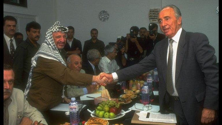 Бившият президент на Израел Шимон Перес почина вследствие на масивен мозъчен кръвоизлив в Тел Авив на 13 септември. Перес беше на 93 години.