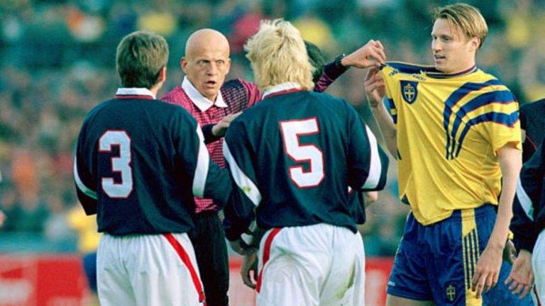 Пиерлуиджи Колина винаги беше така добър да показва на футболистите къде точно е нарушението.