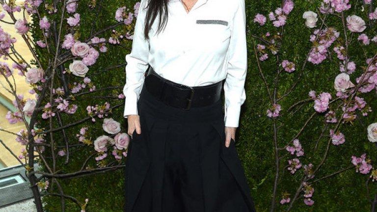 """Джули Теймър  През 1998 г. режисьорката Джули Теймър става първата жена, спечелила награда """"Тони"""" за най-добра режисура на мюзикъл за продукцията си """"The  Lion King"""" на Бродуей. Същата година тя си тръгва с две статуетки и втората е за най-добър сценичен дизайн."""