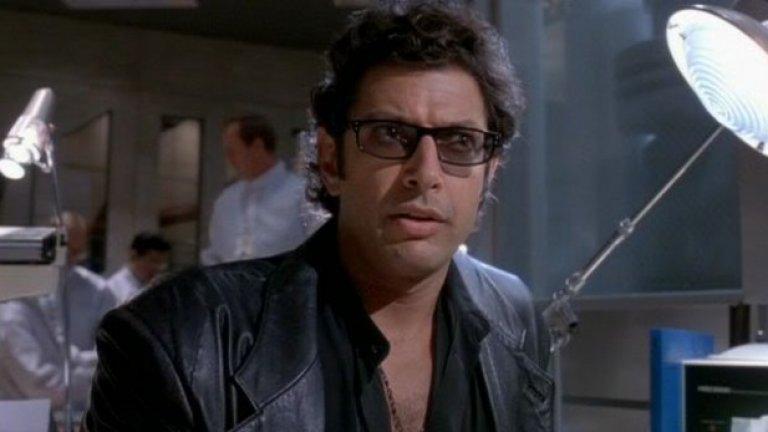"""""""Life finds a way""""   """"Джурасик парк""""  """"Животът намира начин"""" е предупреждението, което специалистът по теория на хаоса д-р Иън Малкълм отправя към генетиците, възкресили динозаврите малко преди целият юрски ад да се отприщи върху главите на всички в """"Джурасик парк"""".   Джеф Голдблум произнася репликата в познатия си стил и опровергава критиките, че Спилбърг залага на зрелището за сметка на персонажите в дино-класиката си."""