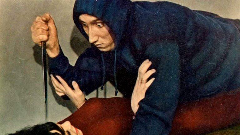 """""""Невероятно странните същества, които спряха да живеят и станаха объркани зомбита"""" Нека го повторим още веднъж: """"Невероятно странните същества, които спряха да живеят и станаха объркани зомбита"""" е ужасно дълго заглавие на хорър мюзикъла от 1963 г., който по-добре да не гледате. Мюзикълът е дело на Рей Денис Стеклър, за когото New York Times написаха в некролога му през 2009 г., че е """"нискобюджетен автор"""". Самият Стеклър също участва във филма. Той е един от тримата приятели, които отиват на карнавал, само за да се натъкнат на ясновидец, притежаващ способността да превръща хора в зомбита на един карнавал. Вълнуващо."""