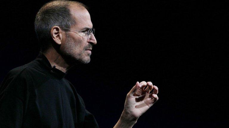 """15. Стив Джос - Човекът, превърнал Apple в това, което е, наистина е покойник. Преди да напусне този свят обаче, няколко фалшиви новини се опитаха да го уморят преждевременно. През 2004-а Джобс съобщава, че е болен от рак на панкреаса. През 2008-а Bloomberg по погрешка пускат негов некролог, който е бил предварително подготвен - """"за всеки случай"""". Година по-късно в интернет форум, посветен на Apple, също се появява новина за смъртта на Джобс, дело на зъл хакер. През септември 2011-а уеб шоуто """"What is trending"""" съобщава в Twitter, че Джобс е починал от инфаркт. Постът е махнат минути по-късно, но вече е бил ретуитнат от някои от 11-те хиляди последователи на акаунта и донася главоболия на CBS, тъй като много медии свързат тях с шоуто. Стив Джобс почина на 5 октомври същата година."""