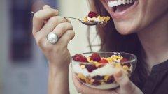 Диетолозите обаче са на съвсем различно мнение, когато става дума за правилно хранене и отслабване.
