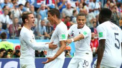 Франция си осигури място сред последните четири тима на Мондиала след успех с 2:0 над Уругвай.
