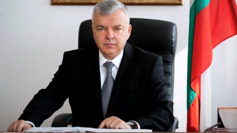 През юни 2014 г. настоящият началник на службата генерал Ангел Антонов заявява, че към онзи момент се охраняват петима души, които не влизат в стандартните отговорности на НСО. Той отказва да посочи имената им.