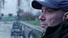 В главната роля е актьорът Захари Бахаров.