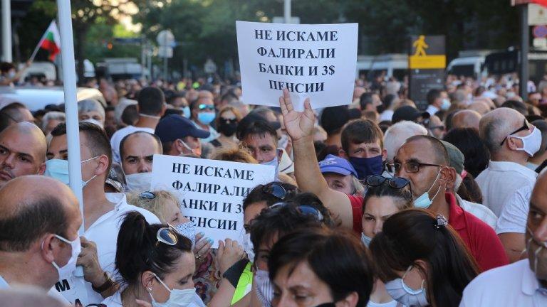 """По думите му управляващите възнамерявали възпрат митинга на ГЕРБ в подкрепа на кабинета, но се отказали, като чули президентът да нарича """"мутри"""" над милион български граждани."""