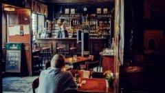 Мрачни, опушени - тези барове ще влязат в сърцето ви