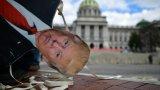 Има ли полезни ходове вече бившият президент? Не много според журналиста Джим Акоста. Но дали...