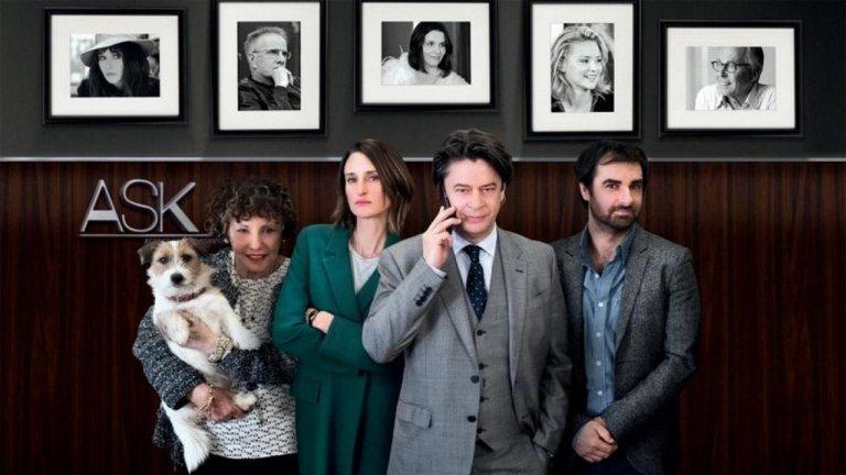 """Франция - Dix pour cent / Call My Agent! Може би един от най-добрите френски сериали в последните години, Dix pour cent е нещо като """"Антураж"""", но не съвсем. И честно казано - доста по-забавен. В центъра на историята са трима парижки агенти на таланти, които работят с някои от най-големите филмови звезди в страната, и все пак бизнесът им постоянно виси на кантар. Междувременно те трябва да се справят и с актуални проблеми като сексизъм, дискриминация към застаряващите и залязващи звезди, проблеми с разликите в заплащането между половете и т.н. Бонус е, че като гости в шоуто се появяват наистина някои от най-големите звезди на Франция, за да придадат завършеност на този страхотен сериал."""