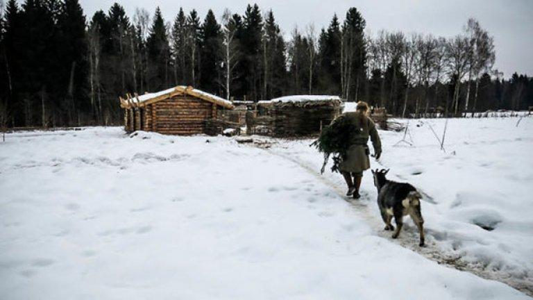 Павел Сапожников върви към къщата, която ще е негов дом за 6 месеца