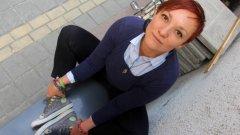 Единствената пиарка в София, която ходи по срещи с колело и Converse, се казва Хели