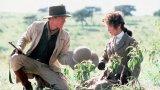 """Едва ли има по-еротична сцена от тази, в която Робърт Редфорд мие косата на Мерил Стрийп в """"Извън Африка"""". Филмът неслучайно получава """"Оскар"""", """"Златен глобус"""" и още 28 награди. Той е направен отчасти по автобиографичния роман на датчанката Карен Бликсен. Филмът представя Африка през очите на Карен: сурова, страшна, но и безумно красива. А лъвовете... пълна красота."""