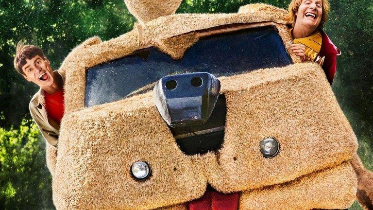 """""""От глупав по-глупав 2"""" (2014 г.) Продължение на: """"От глупав по-глупав"""" (1994 г.) Години разлика: 20  Джим Кери и Джеф Даниелс се върнаха към ролите на не особено блестящите умове Лойд и Хари, които тръгват на пътешествие из Щатите в търсене на дъщерята на Хари. Братята Фарели се опитаха да разпалят чара на някогашната си успешна комедия, но резултатът беше приет със смесени чувства."""