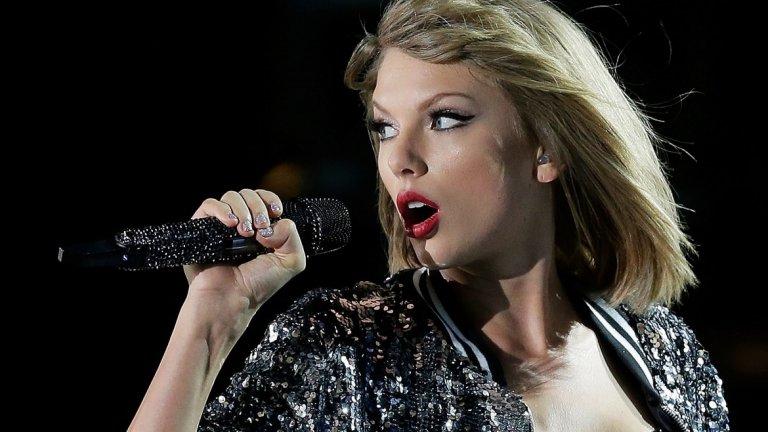 """Тейлър Суифт  През 2010 г. Тейлър Суифт стана най-младият изпълнител, спечелил """"Грами"""" за албум на годината – за """"Fearless"""".  Освен това е първата жена, печелила две награди за албум на годината - за """"1989"""" и """"Fearless"""". По-късно и друга изпълнителка печели наградата два пъти, това е Адел за албумите й """"21"""" и """"25""""."""