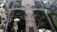 Папа Франциск говори пред най-големия брой хора, слушали римокатолически папа някога - 6 милиона души се събраха в парк в Манила на тържествената неделна меса