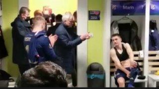 Моуриньо нападна играчите си, аплодира съперника в съблекалнята (видео)