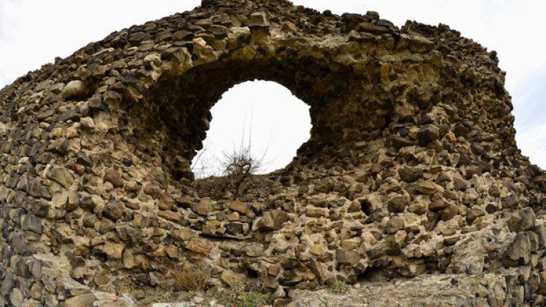 По план и по размери крепостта е типичен феодален замък от Средновековието. Според историците е служила за резиденция на владетеля на областта Ахрида.