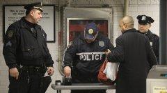 Бронкс не е лош на дневна светлина, но полицейските участъци не са дружелюбни...