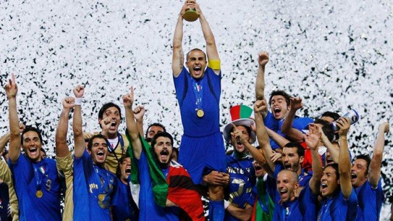 """Италия, Мондиал 2006, селекционер: Марчело Липи Нито един отбор не успя да отбележи на """"адзурите"""" от игра по време на целия турнир: голът на САЩ бе автогол на Кристиан Дзакардо, а Зинедин Зидан се разписа от дузпа на финала, впоследствие загубен от """"петлите"""" точно след дузпи. Така Италия се превъран в рекордьор по световни титли в Европа – четири, само на една зад Бразилия. А, да – и Фабио Канаваро спечели """"Златната топка"""" за 2006-а. Вратар: Джанлуиджи Буфон Защитници: Фабио Гросо, Марко Матераци, Фабио Канаваро и Джанлука Дзамброта."""