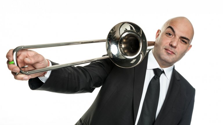 Музикантът разказва за проектите си в Брас Асоциация, свиренето по софийските улици и връзката с музиката на дядо му