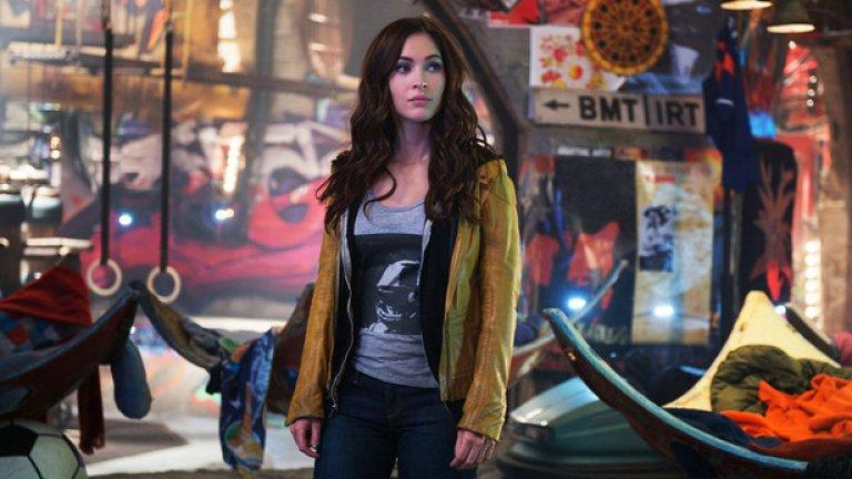 """Меган Фокс отнесе приза за най-лоша второстепенна женска роля за друг филм на Майкъл Бей - """"Костенурките нинжда"""", където тя влиза в кожата на репортерката Ейприл."""