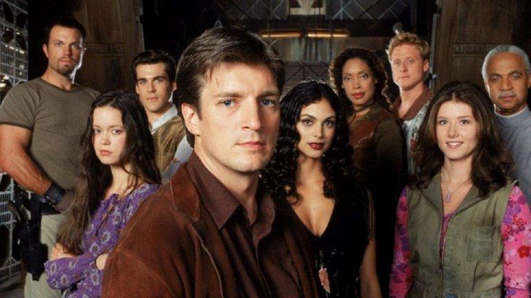 """Късметът и култовият Firefly  Кариерата на Бакарин всъщност започва с малки филмови роли в началото на века. Актрисата обаче бързо се пренасочва към телевизионните роли - през 2002 г. получава ролята на Инара във фантастичния сериал Firefly, дело на създателя на """"Бъфи, Убийцата на вампири"""" Джос Уедън. Това отново е въпрос на късмет - в ролята трябва да е актрисата Ребека Гейхарт, но според Уедън липсва химия между нея и останалите актьори. Така се отваря възможност за Бакарин, която заснема първата си сцена в същия ден, в който я избират. Firefly има само два сезона, а след това е продължен и с филма Serenity, но с годините се сдобива с култов статус, така че актрисата има място в сърцата на много sci-fi фенове."""