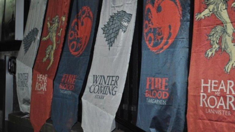 Знамената на основните фамилии, участници в битката за Трона от сагата Game of Thrones се развяха над нощна София