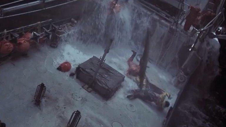"""""""Перфектна буря"""" (The Perfect Storm)Година:2000Понеже липсата на """"Титаник"""" в тази галерия вероятно може да се усети от мнозина, предлагаме вместо нея тази доста подобна история за буря в открито море, която поставя екипажа на малък търговски кораб в смъртна опасност. Филмът следи отблизо усилията на моряците да се противопоставят на природната мощ, а за финал ще си позволим да откраднем и коментара на критика Джон Никъм от Rotten Tomatoes: """"Филмът е като тежка буря: невъзможно е да го игнорирате, докато се случва, но е лесно да го забравите, когато времето се успокои""""."""