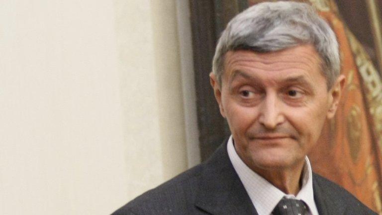 Секретарят по отбрана и сигурност на президента Илия Милушев пък е арестуван във връзка с друго разследване - за разгласяване на държавна тайна
