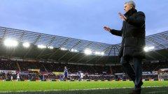 Всичко в Челси е под контрол, казва Моуриньо с жестовете и действията си в последните 2 години.
