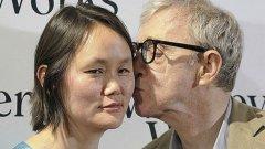 Режисьорът със съпругата си Сун И