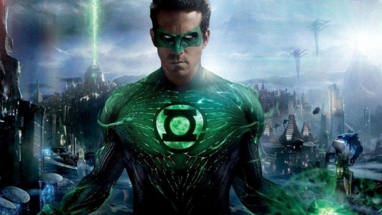 """""""Зеленият фенер""""    Клетниците, имали лошия късмет да гледат """"Зеленият фенер"""", рядко говорят за преживяното. Травмата е прекалено силна и актуална. Но когато все пак съберат кураж да се върнат в ада на миналото и да обсъждат този супергеройски свръх провал, гласът им звучи със смес от гняв и отчаяние. """"Зеленият фенер"""" сякаш е правен от комисия мразещи хората, злонамерени бюрократи. Райън Рейнълдс изглежда и играе неадекватно в бутафорния си костюм. Всичко изпълнители имат физиономиите на хора, осъзнаващи каква грандиозна грешка правят. Също както и зрителите, попаднали на това демонично пиршество на лошите идеи."""