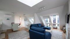 Покривните прозорци VELUX озаряват вътрешните пространства в апартамента