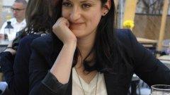 """От 7 години Албена е продуцент на сутрешния блок на Българската национална телевизия """"Денят започва"""" - едно от малкото пространства в националния ефир, което твърдо отказва да се превърне във фабрика за скандали в името на рейтинга.  """"Душата и сърцето"""" й са в """"БНТ Такси"""" - онези кратки импровизирани срещи с хората от улицата, които показват своя автентичен поглед към живота и света."""