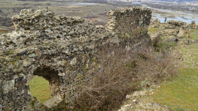 Редица исторически източници обвързват Вишеград с кръстоносните походи и коронацията на Анри Фландърски за владетел на Свещената римска империя.
