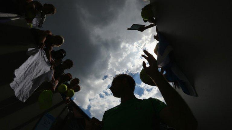След поредната победа, време е за раздаването на автографи. А Анди Мъри има много фенове в Мелбърн.