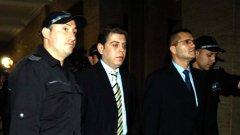 Прокуратурата поиска 4 години и 6 месеца затвор за бившия министър на отбраната Николай Цонев...