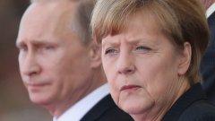 Вместо на 9 май, Меркел е на еднодневно посещение в Русия на 10 май. За основна цел на визитата й се спряга обсъждане на конфликта в Украйна. Освен разговор с Владимир Путин, визитата й включва още и полагане на цветя на гроба на Незнайния войн, както и посещение на военния мемориал в Кремъл
