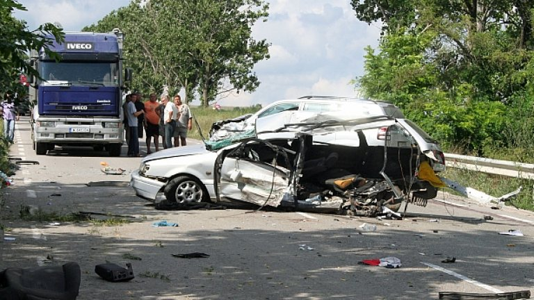 Натовареният трафик от гастарбайтери през България често става причина за катастрофи.
