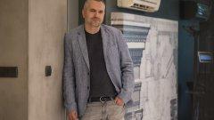 През последните 12 години Цветан Петров успешно съчетава управлението на създадената от баща му компания и проектирането на редица обекти на фирмата. Арх. Петров завършва УАСГ през 2007 г., след което специализира дизайн на обществени сгради в Ecole d'Architecture de Bretagne, Рен, Франция.