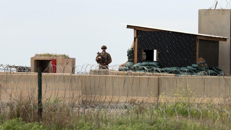 Обстреляха с ракети международното летище в Багдад