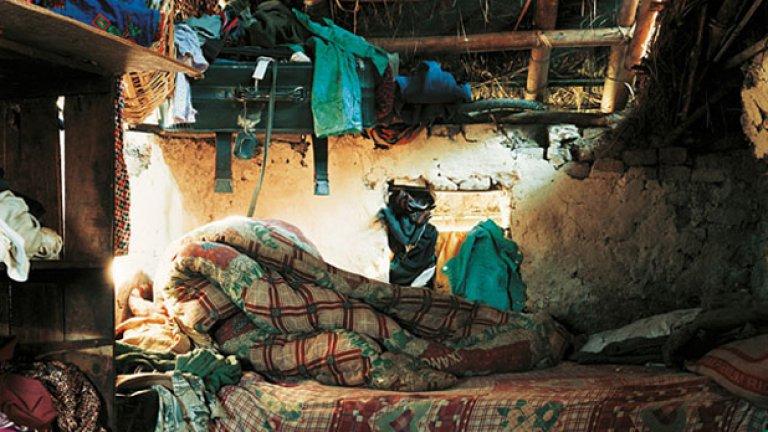 Леглото на 9-годишната Индира в Непал