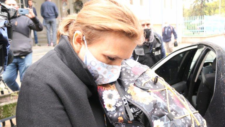 Десислава Николова е обвинена, че е предоставила автомобила на сина си