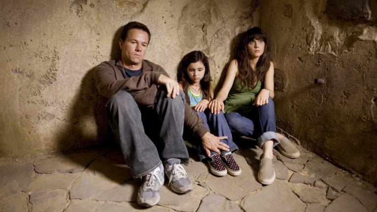 """""""Явлението"""" Звездата на М. Найт Шаямалан започна да залязва още когато """"Селото"""" не се оказа разтрисащия хорър, за който намекваше в трейлъра си. """"Явлението"""" обаче е доста по-зле. Филмът от 2008 г. проследява как Марк Уолбърг и Зоуи Дешанел се опитват да се спасят от мистериозно явление, което кара хората да се самоубиват. СПОЙЛЕР: оказва се, че са виновни...дърветата. Еко-посланието е толкова прозрачно и наивно вкарано, че екоактивистите трябва да намразят този филм."""