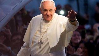 """Папа Франциск  Рожденото име на главата на Римокатолическата църква е Хорхе Марио Берголио. Както можете да се досетите, """"Хорхе"""" е испанската форма на """"Георгиос"""". Сега е добър момент да харесате някой ваш познат Георги и да му лепнете прякора Жоро Папата."""