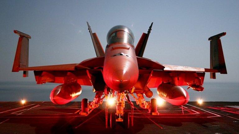 Другото американско предложение е F/A-18E/F Super Hornet. Този многоцелев изтребител е предназначен да оперира от палубата на самолетоносач. Има завидни бойни възможности, голяма далечина на полет и огромен боен товар. Основният проблем е свързан с много високата цена и макар през 2005 – 2006 г. производителят Boeing да извършваше активна маркетингова кампания у нас, компанията отдавна разбра, че нямаме пари за техния бомбовоз и съответно машината реално не се предлага.