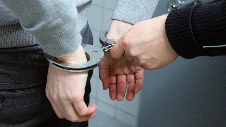 Те са били заснети в момент на приемане на пари от разследвано лице